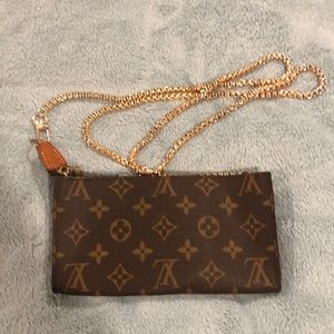 AR0976 Louis Vuitton Bucket GM Pouch/Crossbody